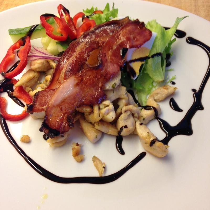 Kyllingsalat med bacon