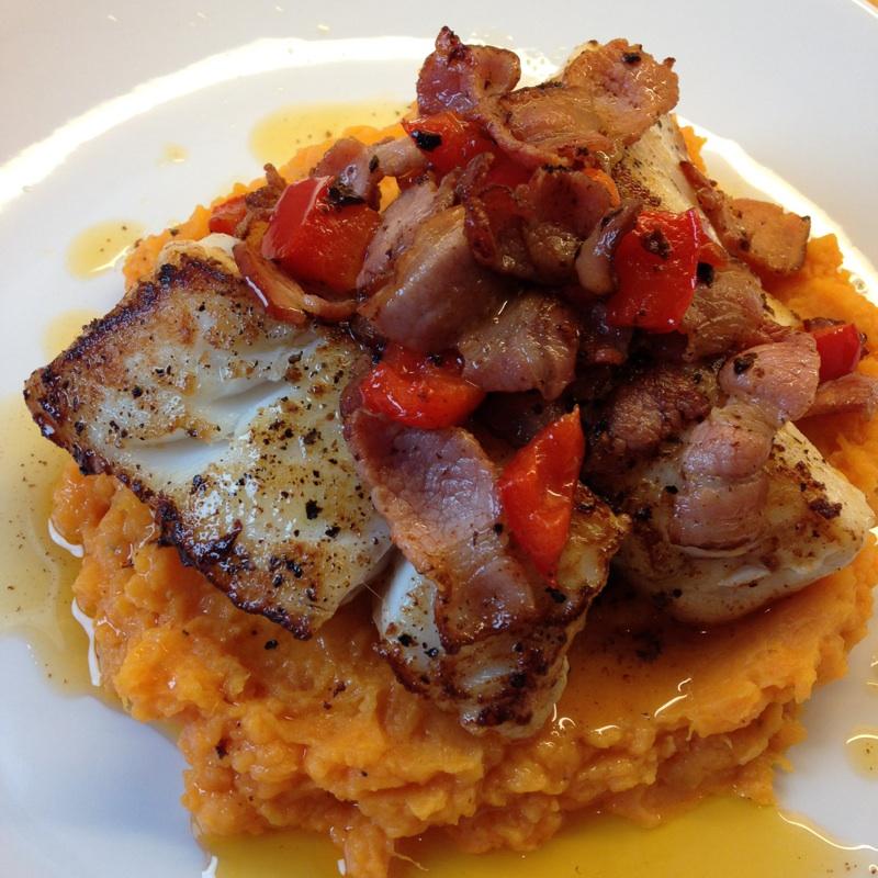 Torskebiff med søtpotetmos og bacon