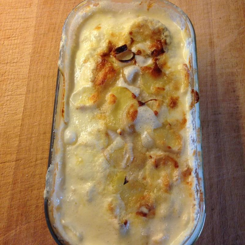 Fløtegratinerte poteter med sjalottløk og parmesanost