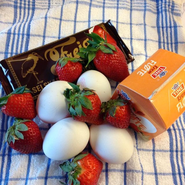 Jordbær med råkrem og sjokolade - ingredienser