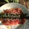 Grillet asparges med skinke og parmesan