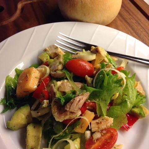 kyllingsalat med cantalopemelon og avocado