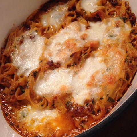 pastaform med ost og tomatsaus